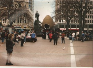egg arriving in square